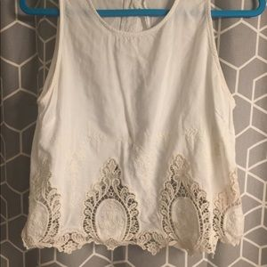 Embroidered highneck crop. Button down back